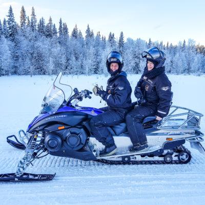 Att resa-podden på snöskoter i Sverige